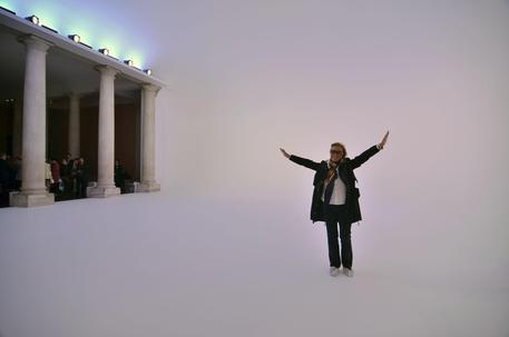 Mostre: 20 artisti per esplorare 'illusione della luce'